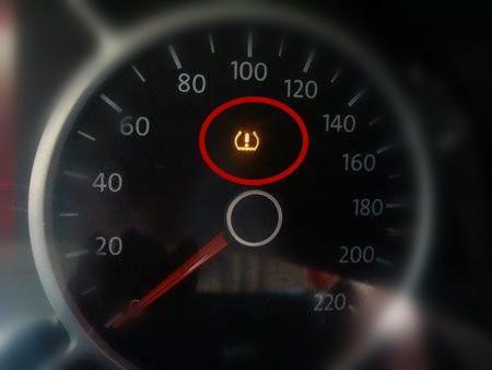 """汽车仪表盘这几个灯亮起,说明要""""坑""""你!不仅半路坑还要掏把钱图片"""