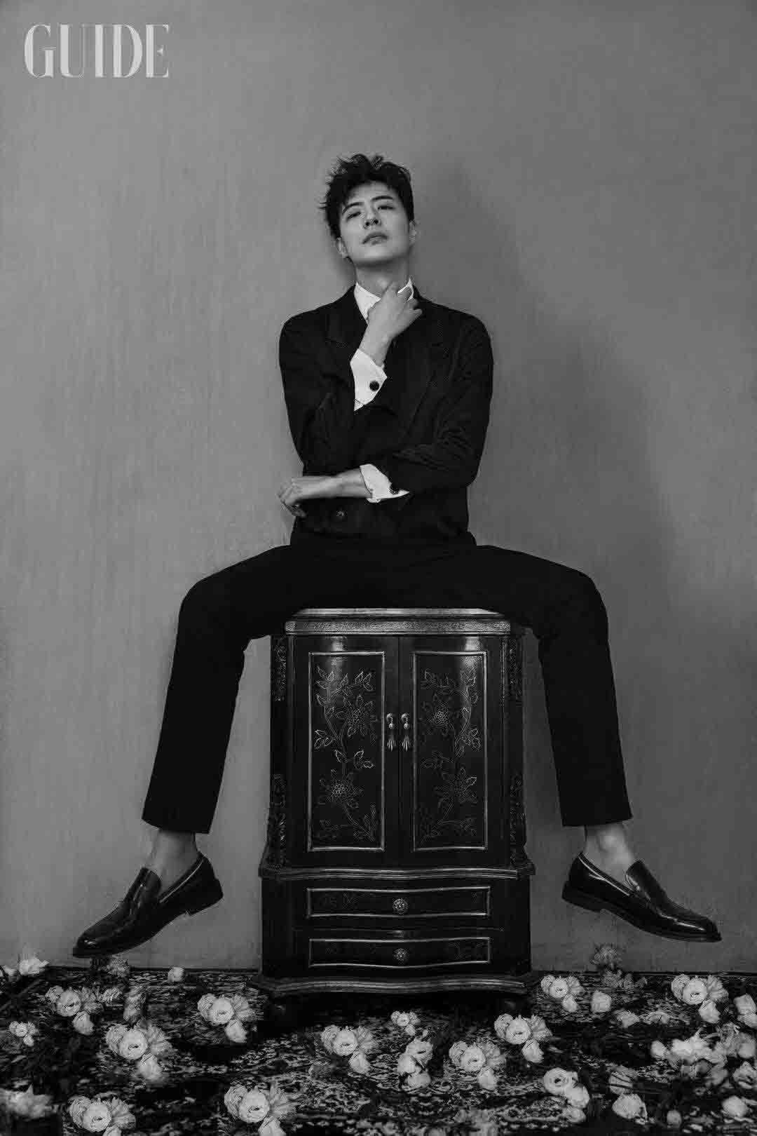 徐开骋全新时尚大片释出 身型挺拔尽显绅士潮男魅力