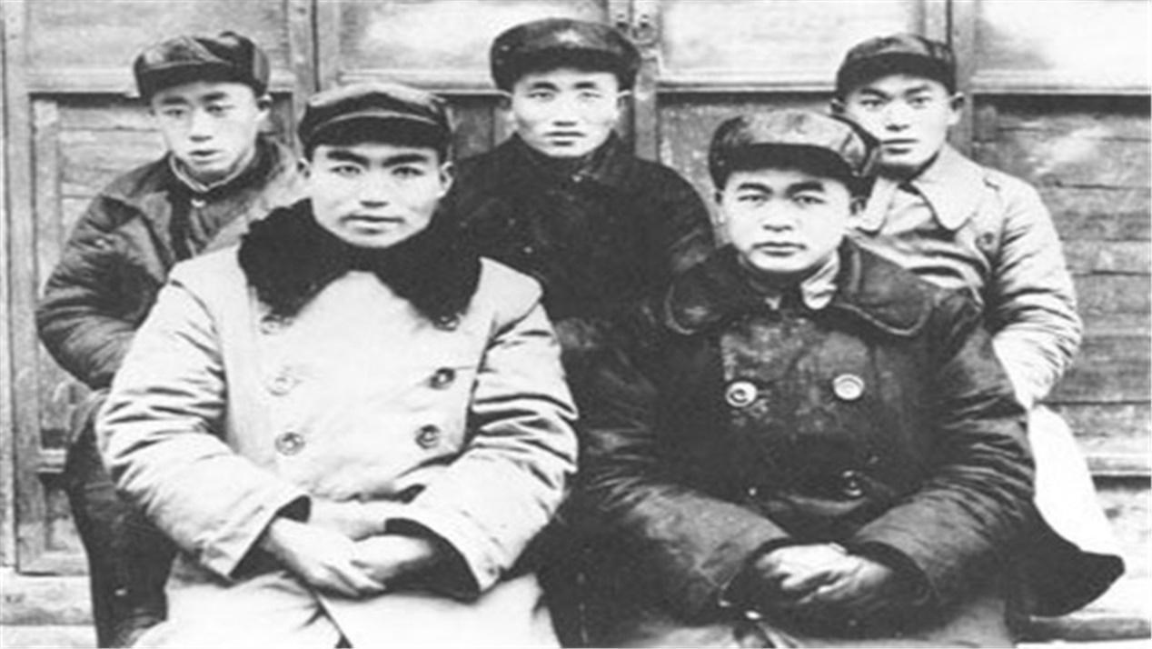 長征時期,他率60人打游擊,后發展到4000人獨立師,成開國中將_陳先瑞