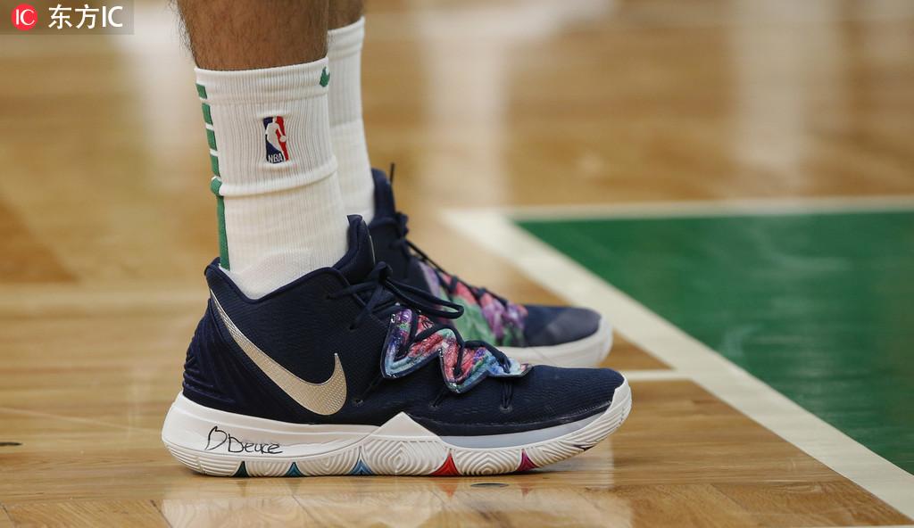 8日NBA球鞋上脚一览:鞋王上脚科比总冠军经典版