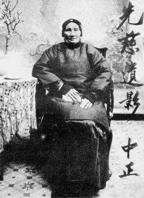 蒋介石书房挂有3副头像:第二个是国父第三个耶稣第一个是谁