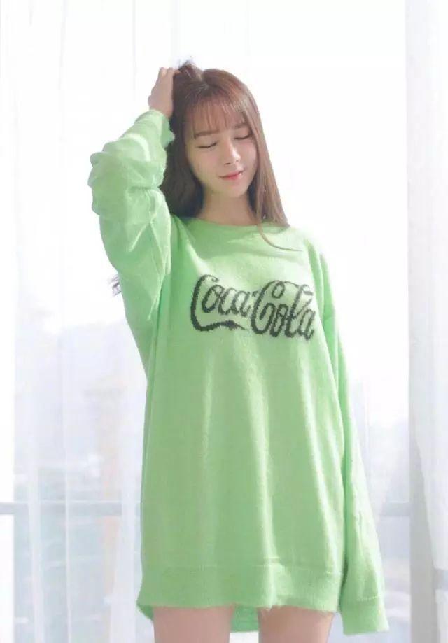 女星挑战穿绿毛衣,古力娜扎明媚动人,baby侧颜惊艳!