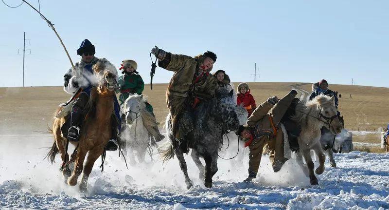 马与人性交视频_马背女骑士 看,湘妹子在锡林郭勒草原变成了这样(视频