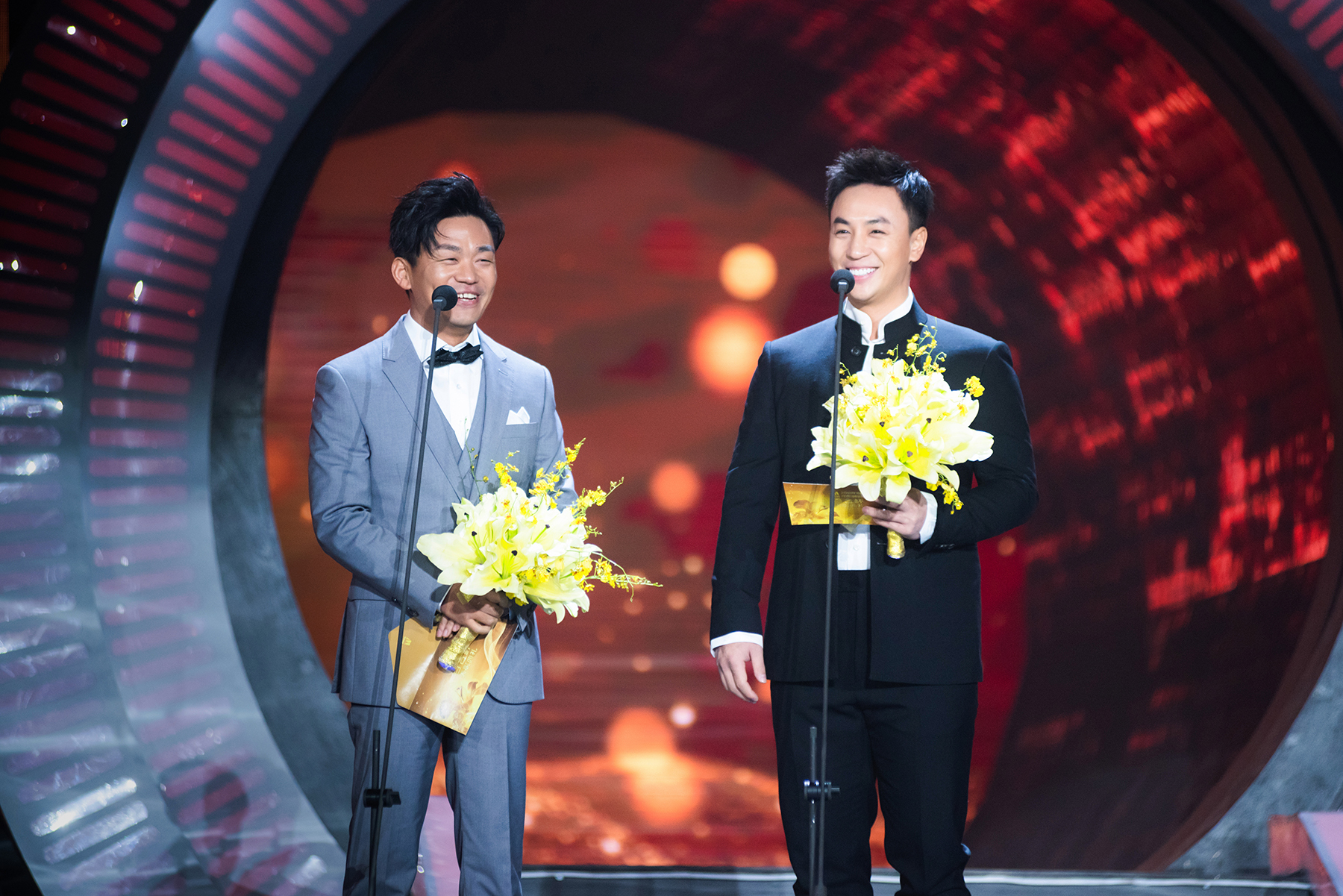 释小龙担任百合奖颁奖嘉宾 寄语儿童发扬中国功夫
