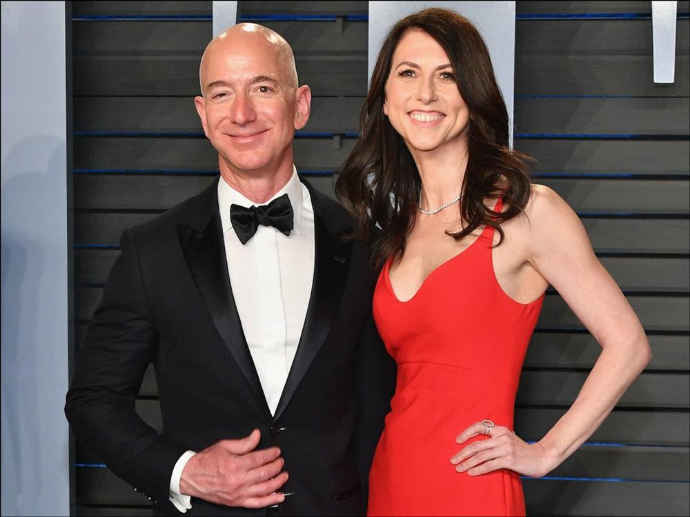 身价1370亿美金世界首富贝索斯说,我正在与结婚25年的妻子离婚!_Bezos