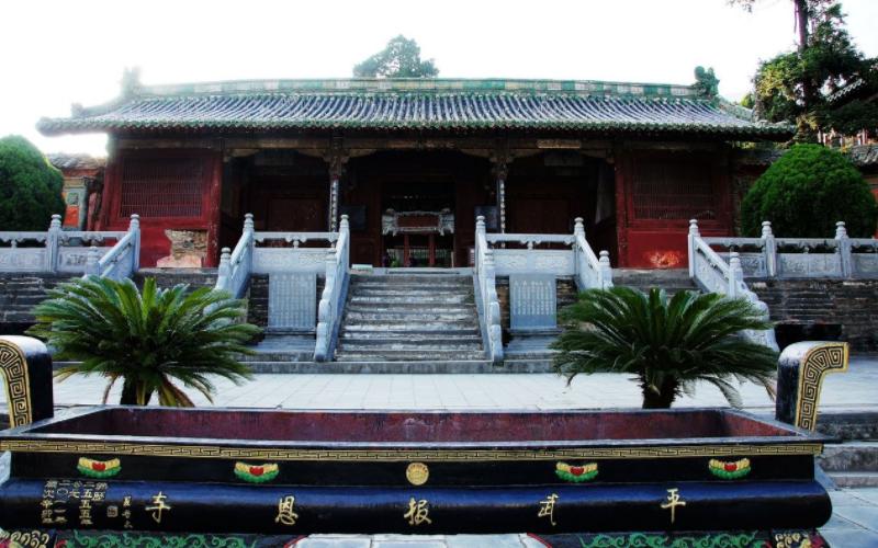 """号称深山中的""""故宫"""",整座寺庙搭建不用一颗钉子,雕有1万条龙"""