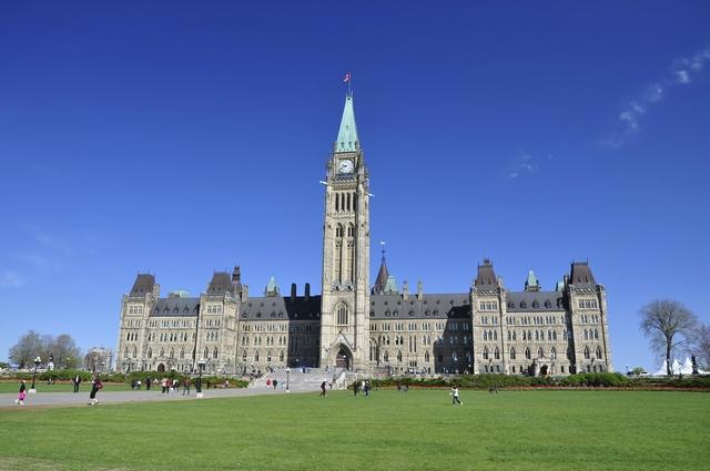 加拿大留学考雅思还是托福?