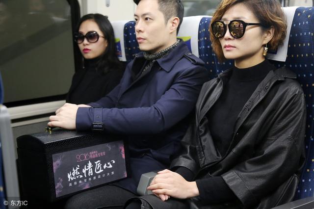 河南男帶百件珠寶進京參展,4名女保鏢前呼后擁,一路上人氣爆棚圖片