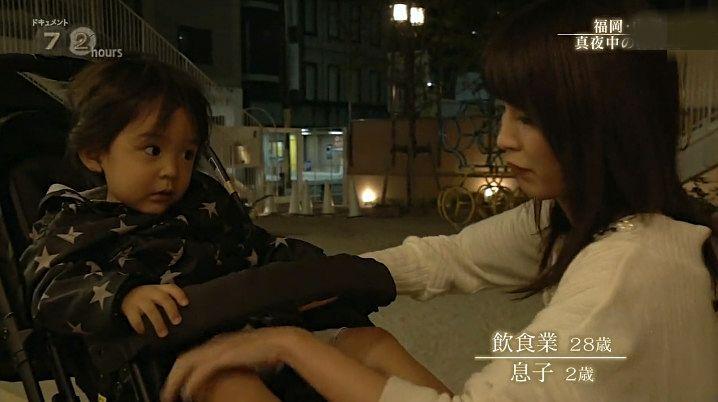 小男孩和女人电影_有时候,遇见难缠的客人,妈妈下班就会拖延一段时间,但是这个小男孩
