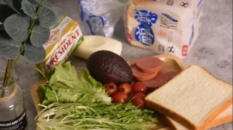 5分钟快手早餐,营养的吐司三明治