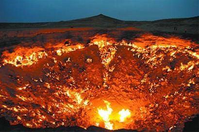 中亚荒漠中神秘的地狱之门,熊熊大火永不熄灭,坑内温度高达千度