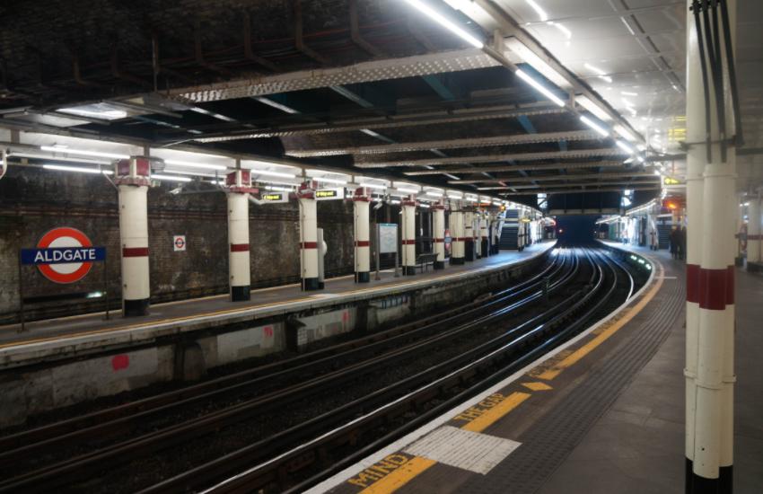 英国人嫌自家地铁旧,日本地铁太安静,中国地铁却得这种评价