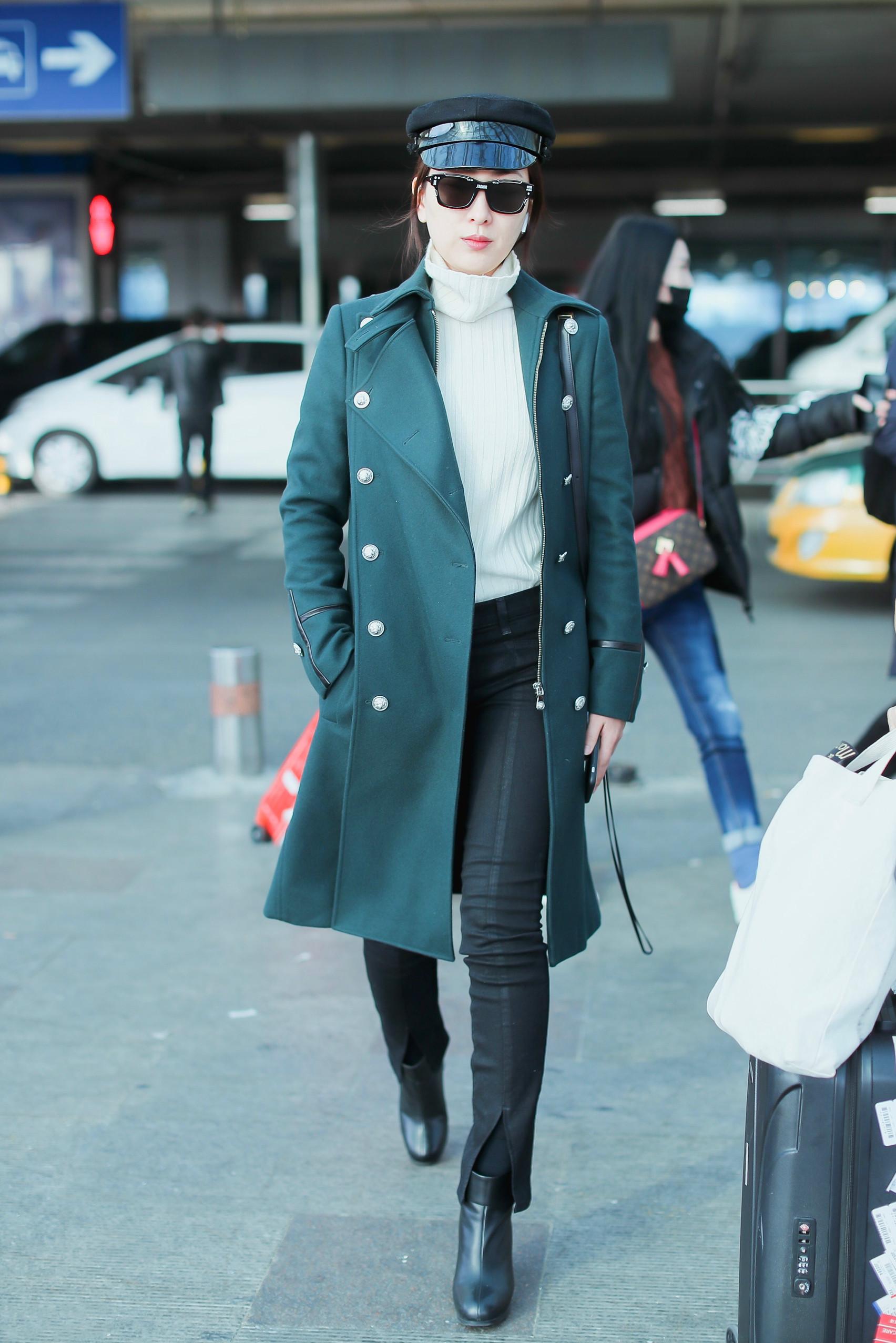 馬蘇美起來真不低調,一襲綠色大衣氣場全開,就算秋褲外露也不醜 形象穿搭 第4張