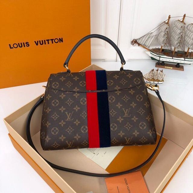 人生第一款奢侈品包,你会选择高调的lv,gccci?还是低调的它?