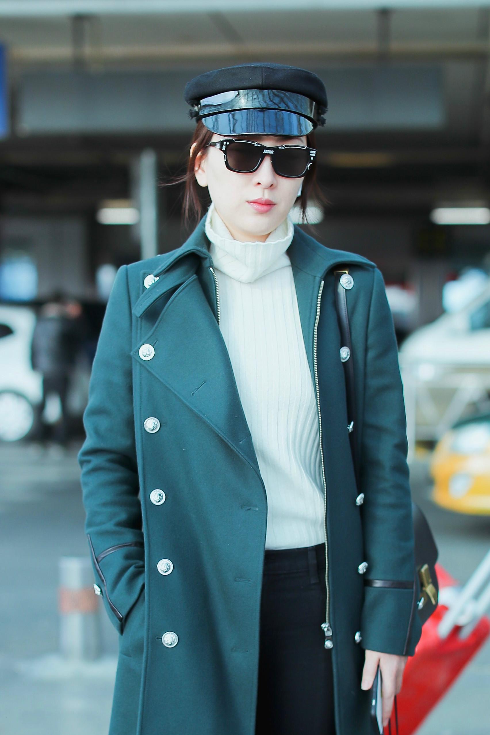 馬蘇美起來真不低調,一襲綠色大衣氣場全開,就算秋褲外露也不醜 形象穿搭 第2張