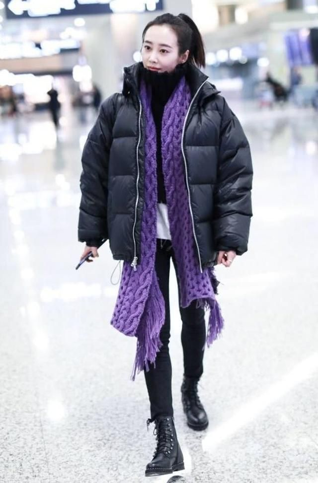李纯机场清纯靓丽,网友:霓漫天的霸道去哪了?