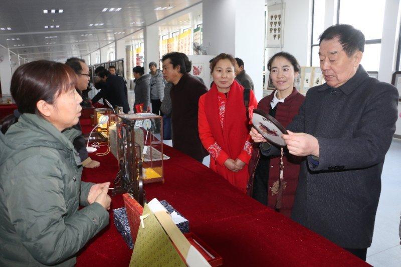 庆祝改革开放40周年 陕西省工艺美术精品展在渭职院开幕