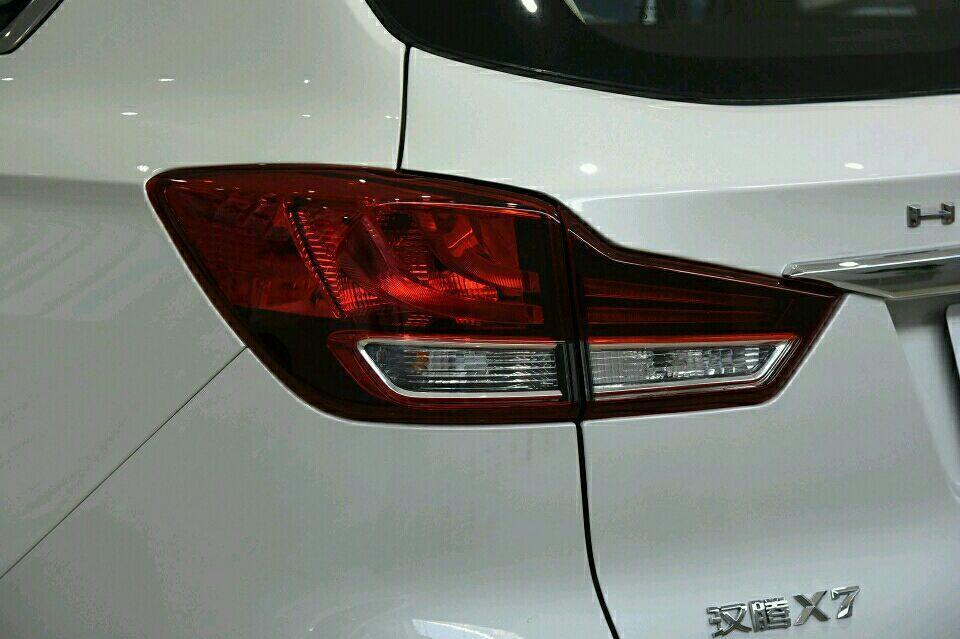车标也是马乍一看以为法拉利这台SUV售价7万多有意思_凤凰lll年凤