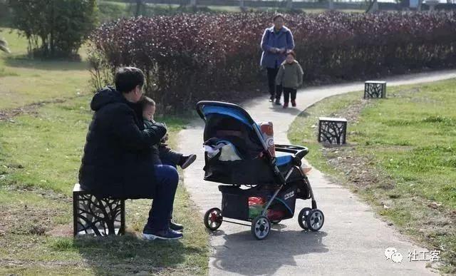 鲁迅公园内居民丰富的休闲活动