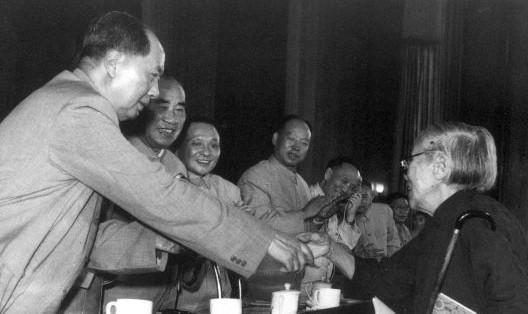 毛主席亲自管开国大将借钱,收到回信却险些落泪_徐海东