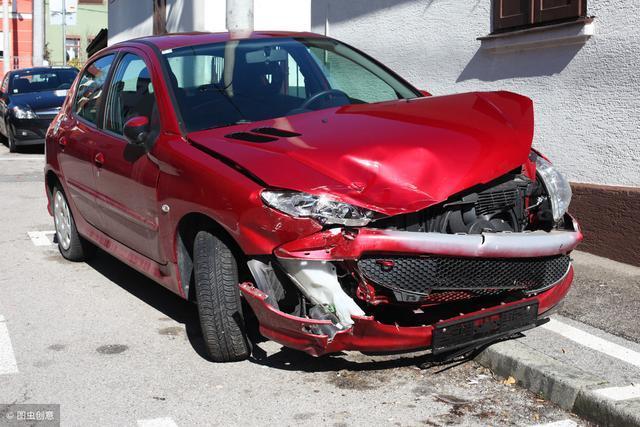 老司机与车祸的gif动态图 女司机倒车进车位,真让人捉急呀