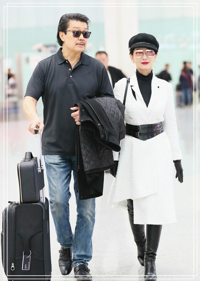 這次真的被64歲趙雅芝美到了!一身黑白配太高級,不留神美回20歲