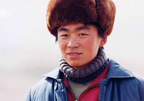 王宝强回忆龙套生涯,说话被嘲笑,只靠馒头充