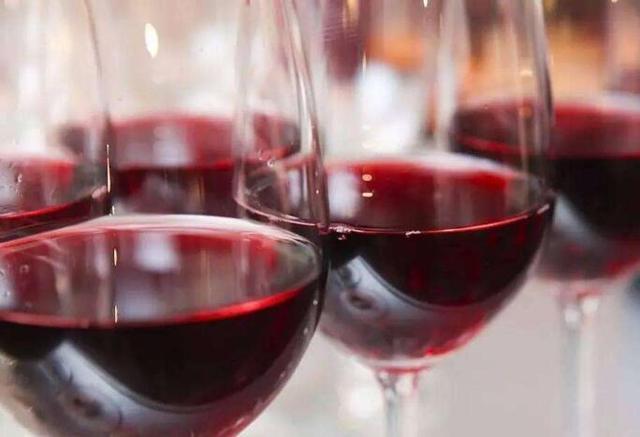 干红,葡萄酒,红酒有啥不同?SQL词典与语法详解范例图片