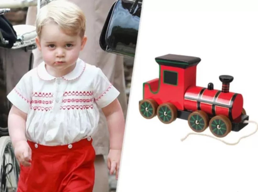 皇家寶寶玩具多,夏洛特公主獨愛中國撥浪鼓,喬治王子愛開小汽車