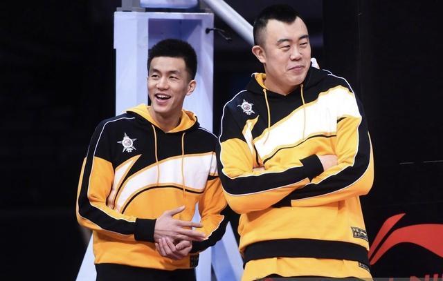 郭艾伦超幽默公然调戏王哲林去报个少年篮球培训班吧