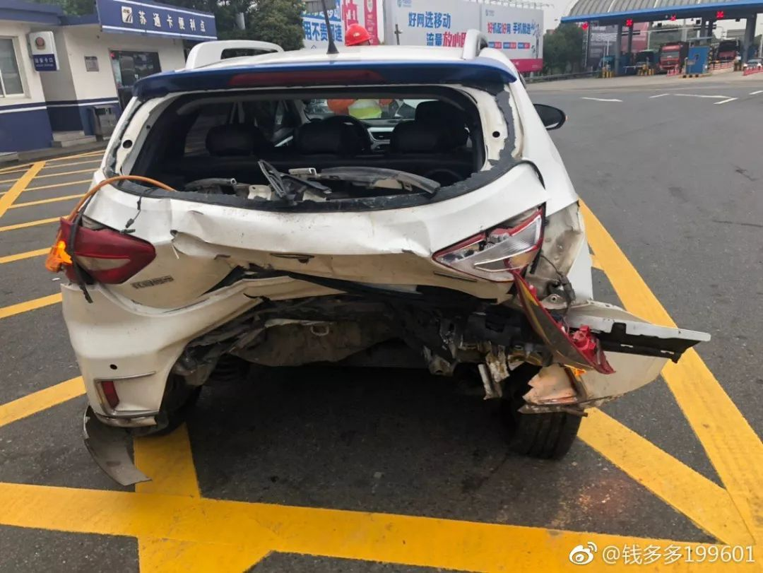 某车主在高速行驶中未有任何提醒,系统突然断电导致高速追尾(图片来源:车主本人)
