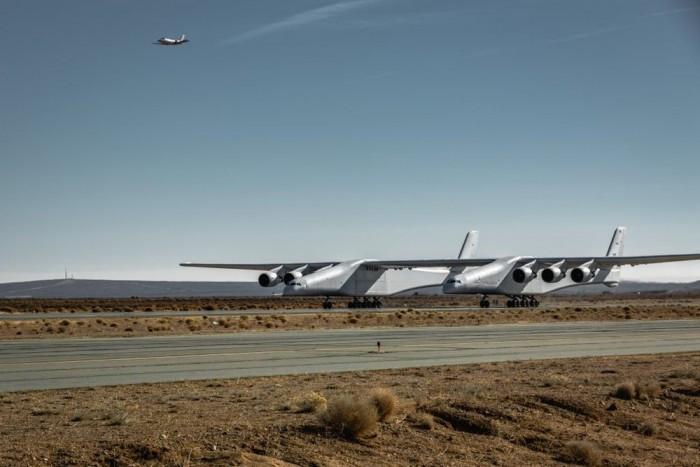 世界最大飞机继续进行滑行试验 速度已接近普通飞机在跑道上升空所需的速度