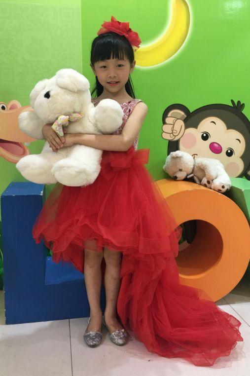 小宝为您接力读宪法 42 小宝气象,我们是小主播黄汝玲 卢思锴,带您看我们学校的合唱队哦