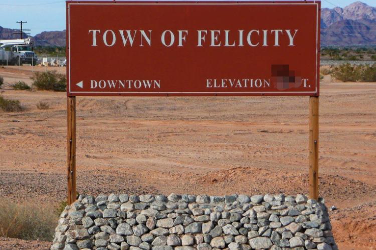 中國女婿真爭氣,夫妻倆在美國沙漠建了個城市,還擔任終身市長!