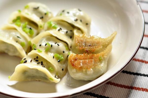 快手煎饺|吃腻了水煮饺可以换个煎饺尝尝鲜_芝麻