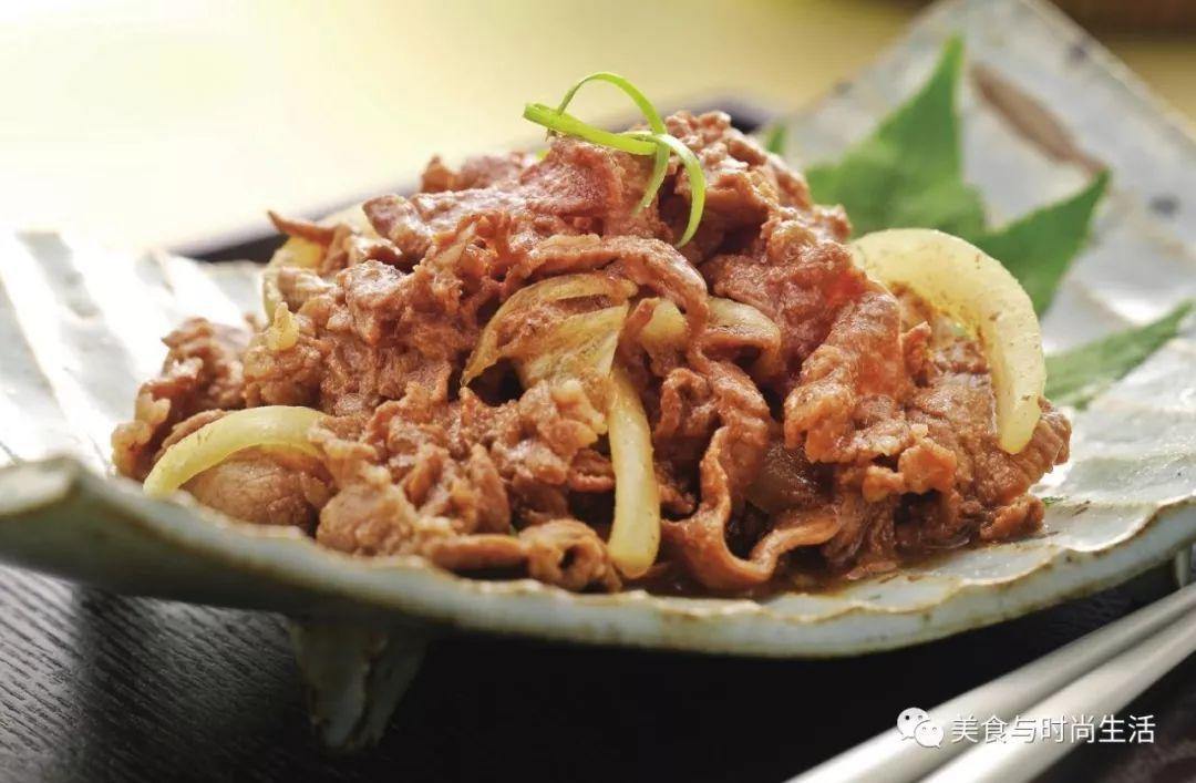"""""""简单几步就可以在家吃到美味的烤牛肉,软嫩清香,又香又嫩倍解馋,满满的肉汁就在最后一口"""