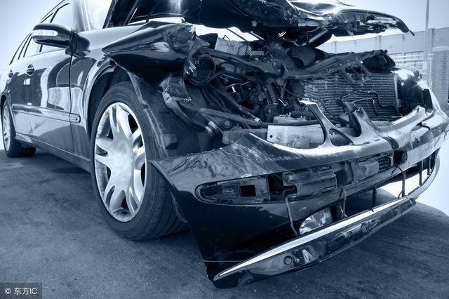 老司机与车祸的gif动态图 雨天开车需谨慎啊,这技术太牛了
