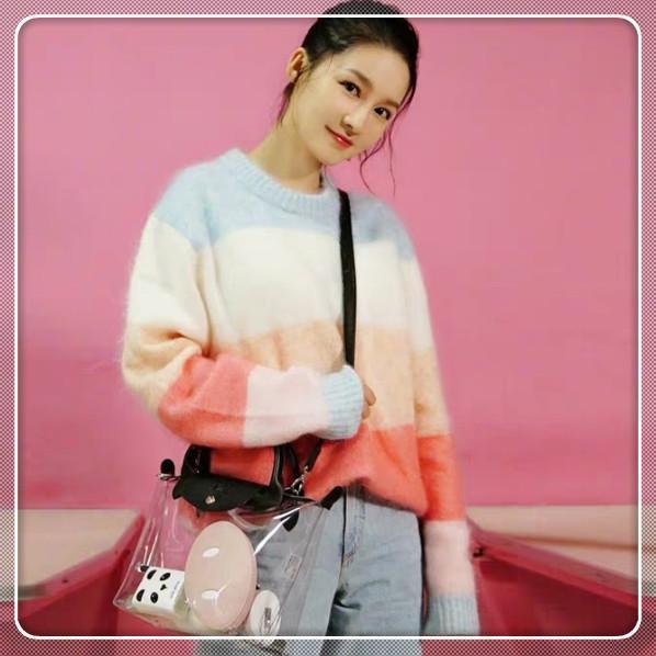 本以为李沁穿彩虹毛衣就够美了,看到佟丽娅,才知什么叫国色天姿