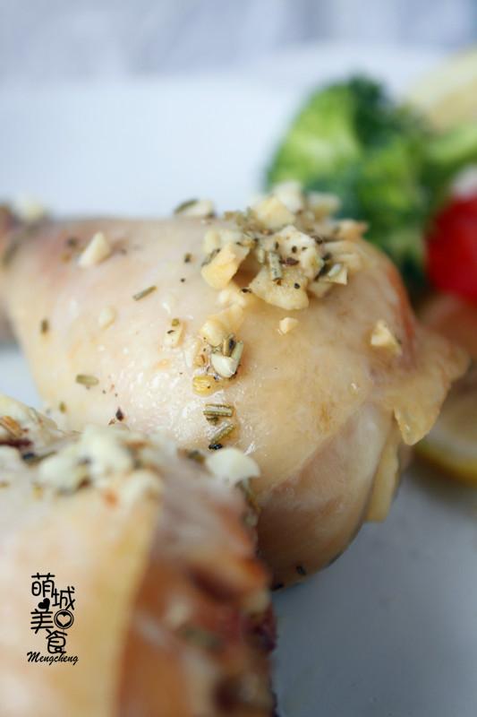 鸡腿这样做皮脆肉嫩,安利一款意式迷迭香烤鸡腿