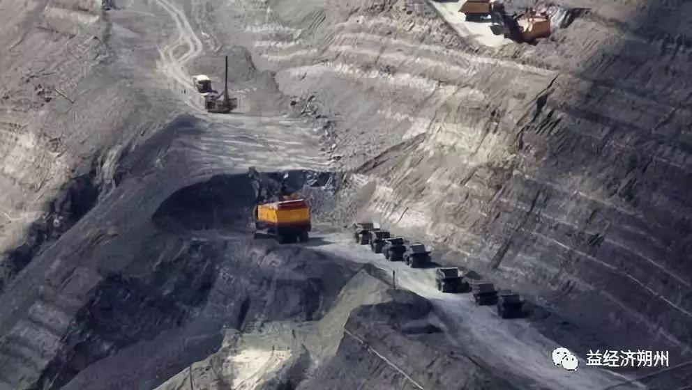 陕西神木发生煤矿冒顶事故 致19人死亡 2人搜救中