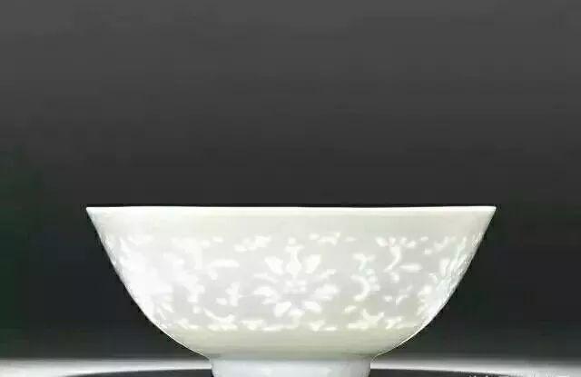 """四大名瓷之一,景德鎮盛江陶瓷青花玲瓏瓷器——它滿身是""""洞""""卻滴水不漏"""