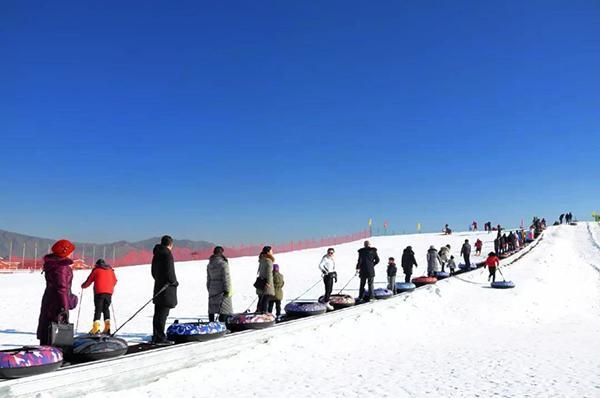 呼和塔拉冰雪世界助力冬奥 让群众冰雪运动健康发展