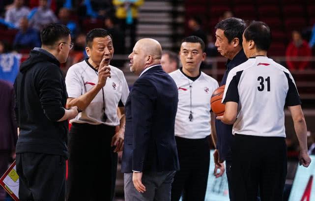 杀鸡儆猴?北京男篮举报门罚扣10万 公关被禁止参与CBA相关活动