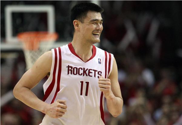 张伯伦:我单场能抓55个篮板,乐福:我能抓31个,那姚明呢?