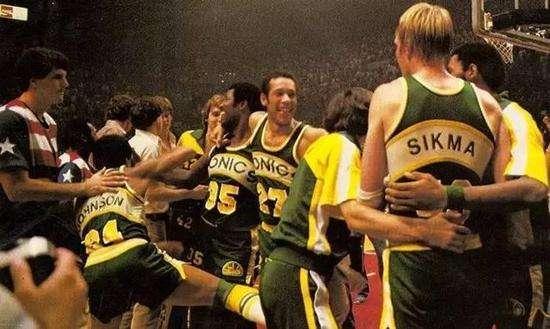 NBA四大无冕之王!艾弗森领衔,而他从大学开始就是乔丹的背景帝