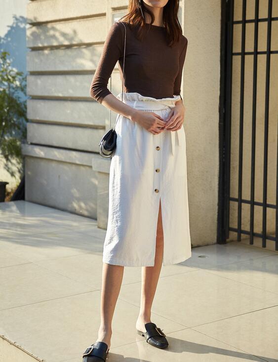 白色裙子怎么搭配_白色半身裙搭配什么上衣好看 小仙女穿搭技巧图片_裙子