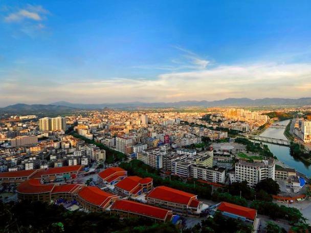 桂林各县城人口经济排名_桂林龙胜县城图片