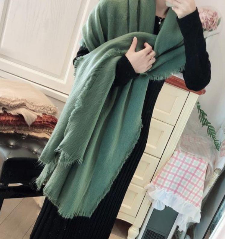女人我最大:刘真推选秋冬必备领巾选对领巾就