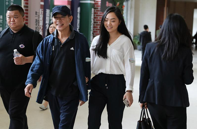 李连杰四个女儿PK,前妻黄秋燕与现任利智,谁的女儿更漂亮?