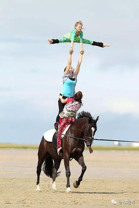 清新唯美:海边的马背体操